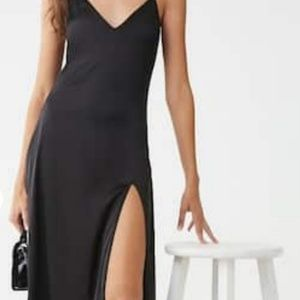 SATEEN BLACK SLIT MAXI DRESS
